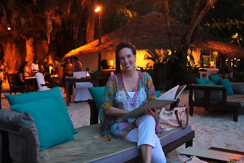 """Nathalie beim Cocktail im Höhlen-Restaurant """"The Grotto"""" @ Rayavadee, Krabi"""