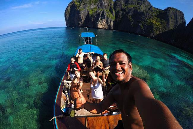 Mein Top -Tipp für einen Boots-Ausflug auf Koh Phi Phi: Mr. Mote Tours. Im Vordergrund: Mr. Mote