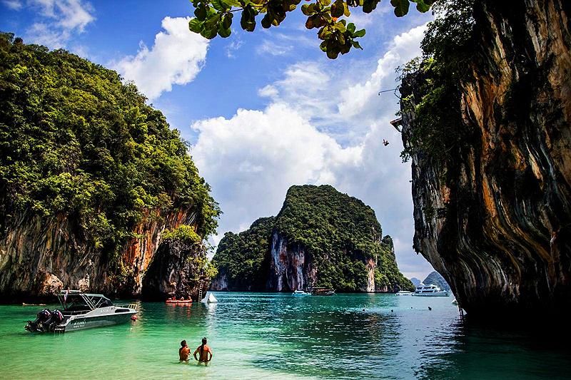 Klippenspringen und Felsklettern in Krabi