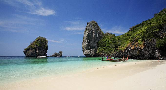 """The Beach"" & Co: Koh Phi Phi Bootstour"