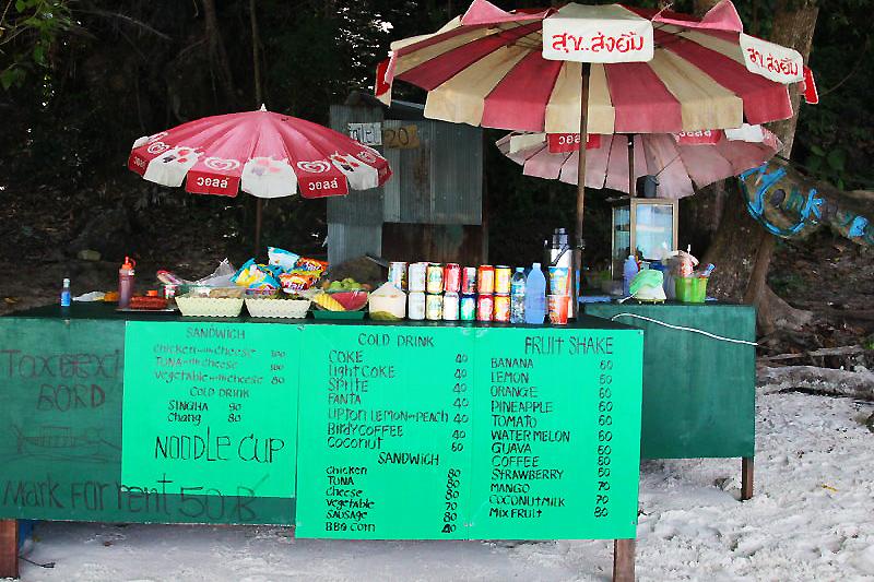 Der Koh Phi Phi Affenstrand, auch als