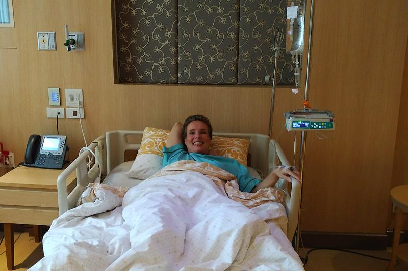 Nathalie bei einer Untersuchung im Samitivej Hospital (mit Übernachtung)
