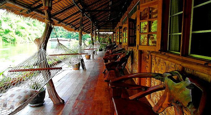Kanchanaburi Unterkunft: Flosshotel & Wasserfall