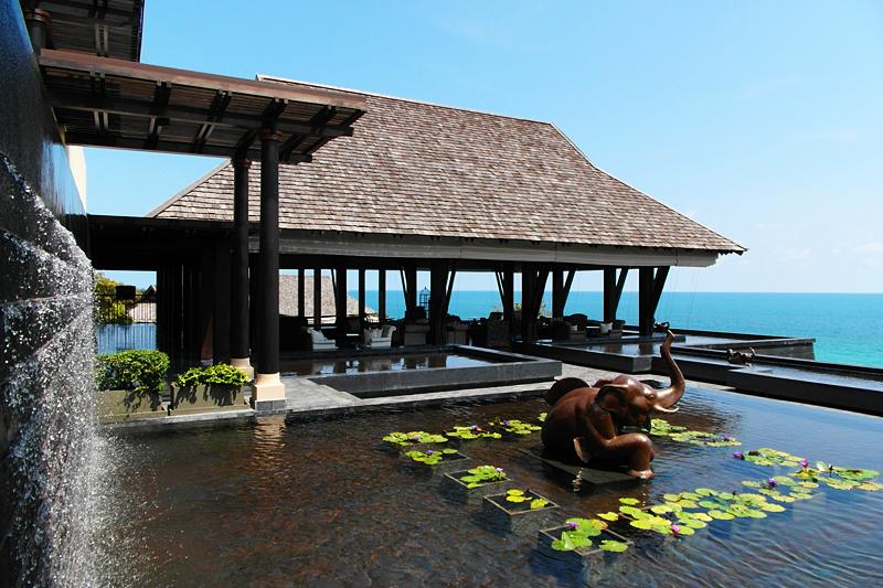 Vana Belle Resort: Lounge mit Blick über das Meer.