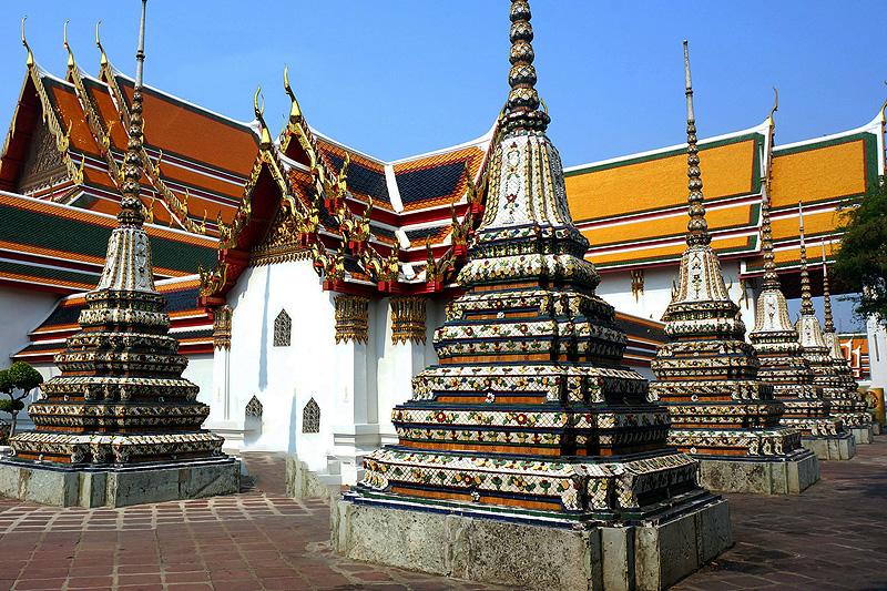 Pagoden vor dem Wat Pho auf dem Palastgelände
