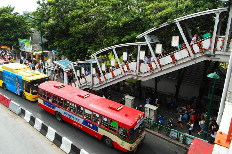 """""""Thailand Lifestyle""""-Tipp von Nathalie Gütermann: CHATUCHAK MARKT IN BANGKOK (""""Weekend Market""""). Hier: die Skytrain Station!"""
