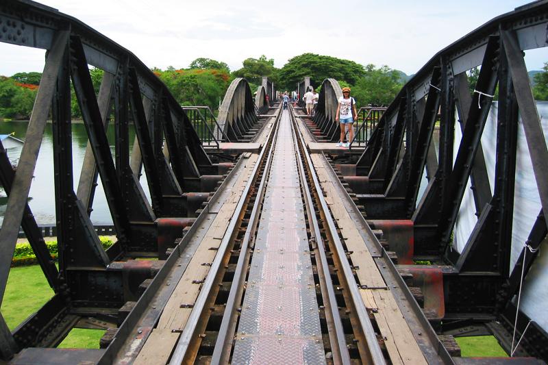 <p>Besucher können eine Teilstrecke der TODESBAHN mit einem touristischen Bummelzug nachfahren. </p>