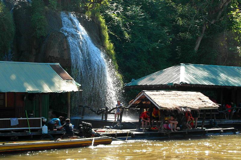 <p>Und da ist er: der mächtige Wasserfall, wo ich mich gleich erfrischen werde. </p>