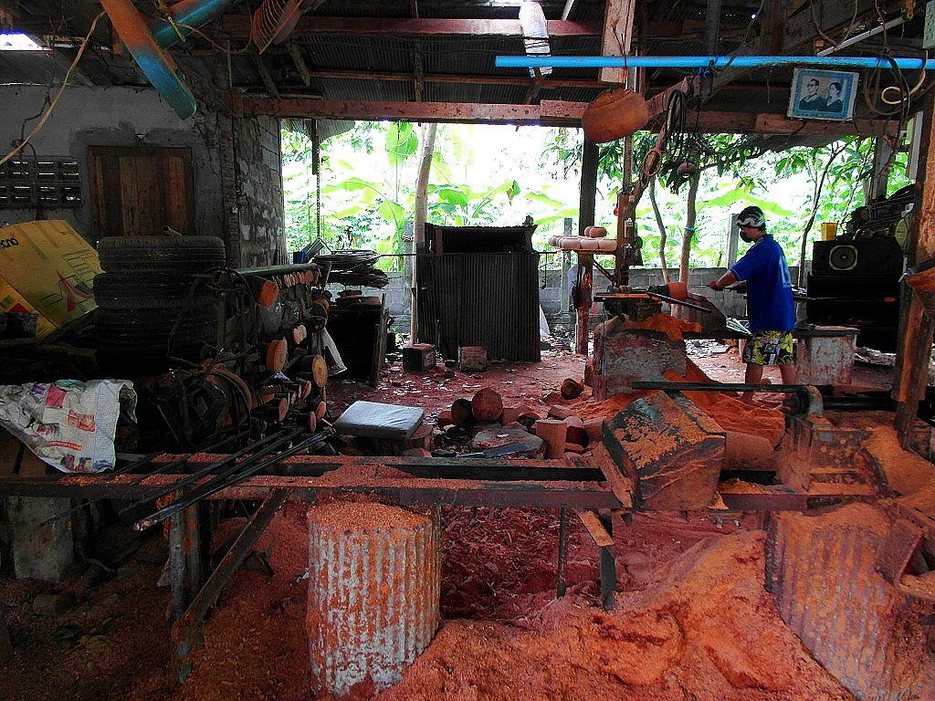 ... werden wunderschöne Produkte aller Art aus der Kokosnuss hergestellt.