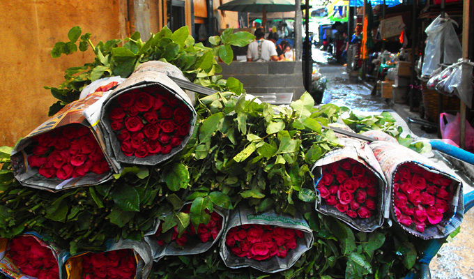 "Thailand-Lifestyle.com - Insider Tour: ""Bangkok bei Nacht & Streetfood"". Hier: Bangkoks Blumenmarkt"