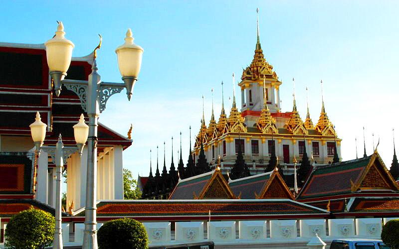 "Thailand-Lifestyle.com - Classic Tour: ""Bangkoks Altstadt"". Hier der ""Loha Prasat"""