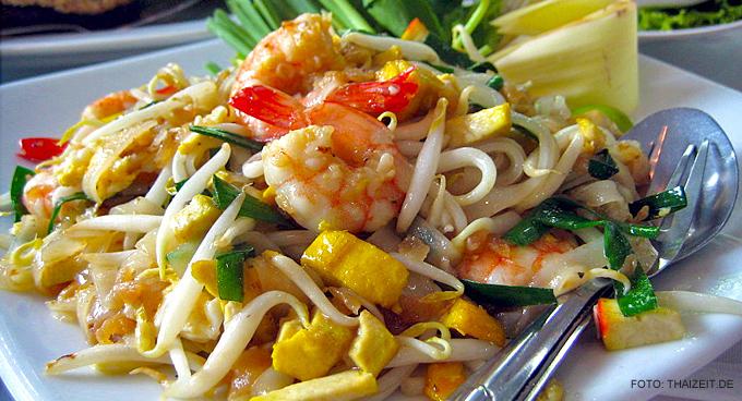 "Thailand-Lifestyle.com - Insider Tour: ""Bangkok bei Nacht & Streetfood"". Hier: Pad Thai"