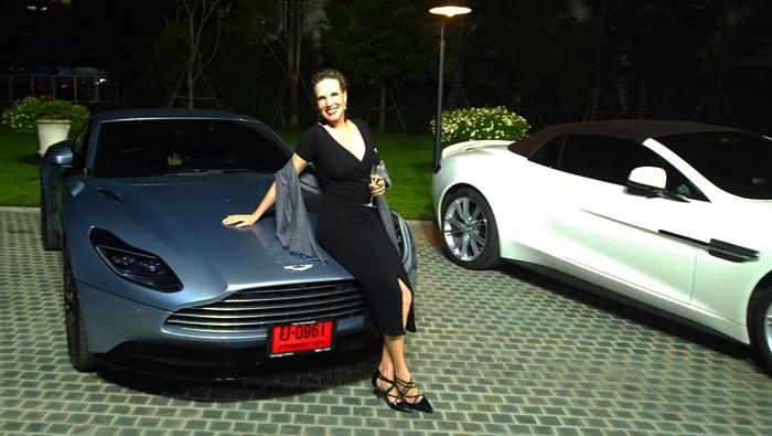 Thailand-Lifestyle.com präsentiert: Luxusautos in Bangkok! Hier: Nathalie bei Aston Martin