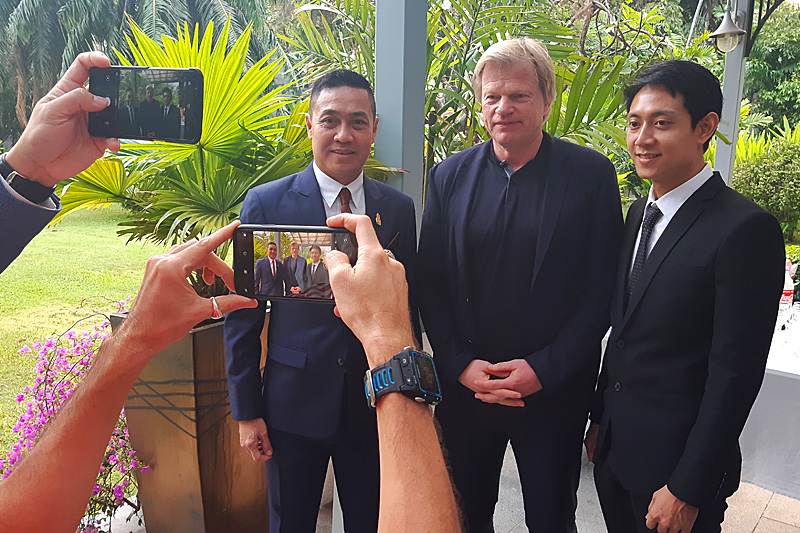 Oliver Kahn beim VIP-Empfang in der Botschafts-Residenz in Bangkok. Foto: Deutsche Botschaft.