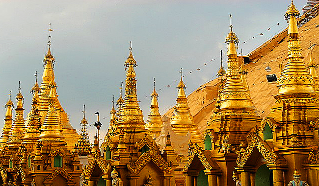 Thailand Lifestyle präsentiert: die goldene Shwedagon-Pagode in Yangon, Myanmar