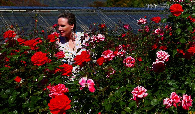 Nathalie Gütermann beim Spaziergang durch den Rosengarten im Queen Sirikit Botanic Garden