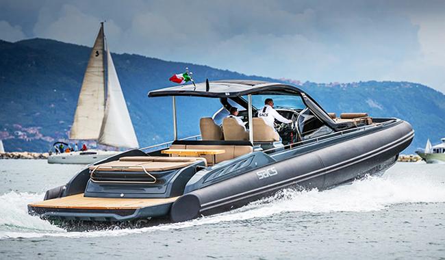 """Toll für Tagesausflüge auf Meer oder See: das Speedboot """"Rebel 47"""". Foto: Boat Lagoon Yachting"""