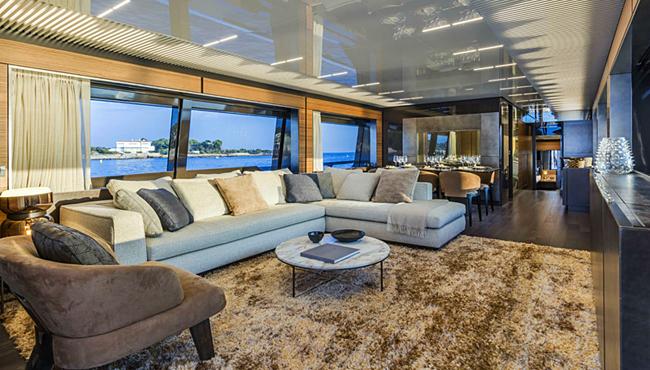 """Wohnzimmer in einer der """"Ferretti Yachts 920"""". Foto: Ferretti Yachts"""