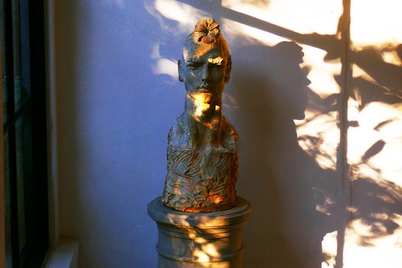 Hier eine Skulptur des thailändischen Künstlers Chamnian Thongma.