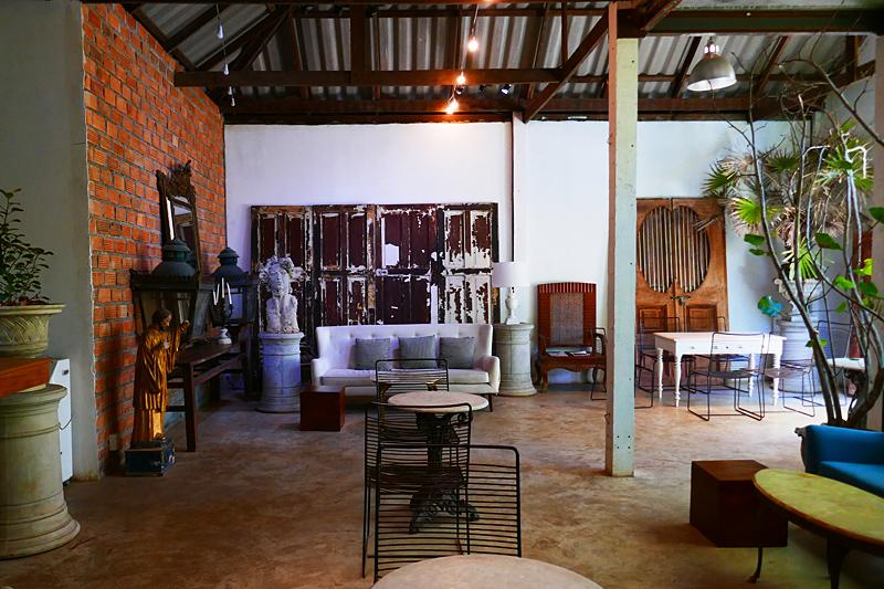 Diese für Thailand völlig untypische Galerie mit Café/Restaurant befindet sich in einem Wald.