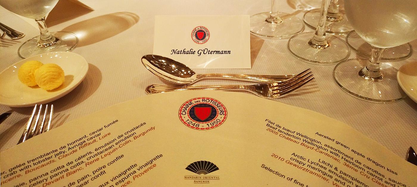 """Thailand Lifestyle und Nathalie Gütermann präsentieren: Das 45. Gala Dinner der thailändischen """"Chaîne des Rôtisseurs"""" im Mandarin Oriental Hotel."""