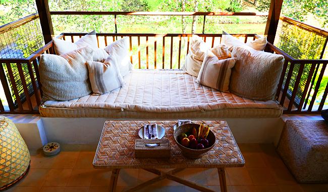 "Halb offene open-air Veranda der ""Huen Bon Suite"" im Raya Heritage Resort"