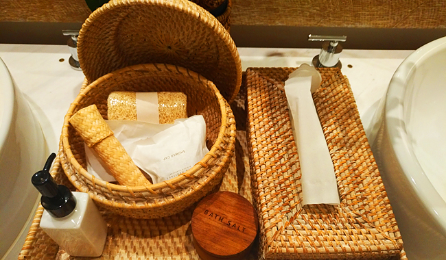 Naturprodukte wohin man schaut: hier von Hand gewobene Badezimmer-Accessoires aus Bambus